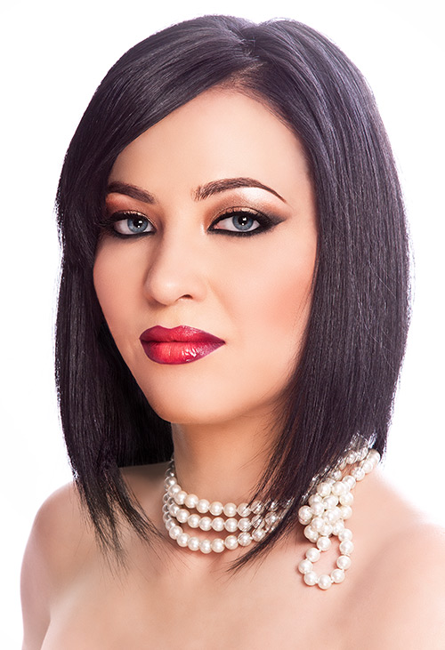 makeup beauty bruneta ochi albastri