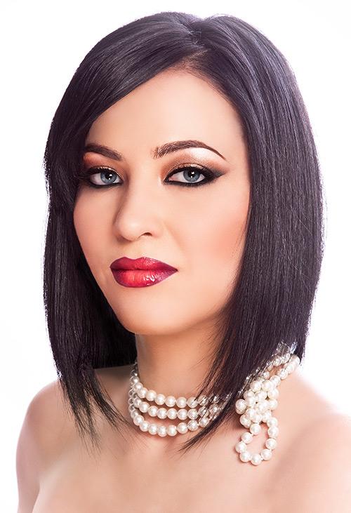 makeup beauty bruneta ochi albastri