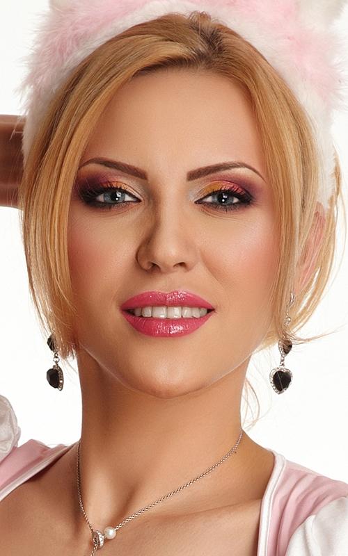 machiaj glamour blonda ochi albastri