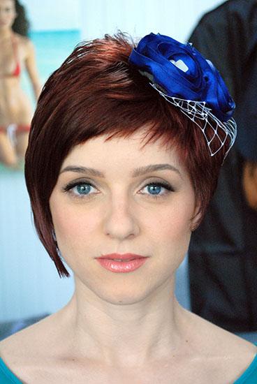 mireasa roscata cu ochi albastri